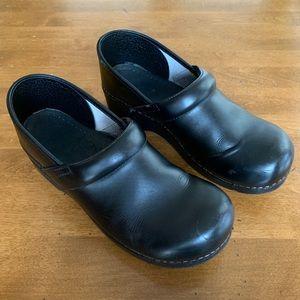 Dansko Black Leather Slip Resistant Clog. Size 40.